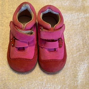Perfection Size 4M Leather Pink/Red w Velcro